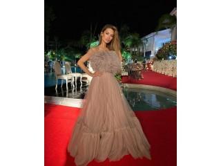 Виктория Боня выбрала платье пудрового цвета