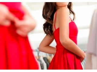 The service of fitting a dress to the shape of customers of SHOP DRESS stores