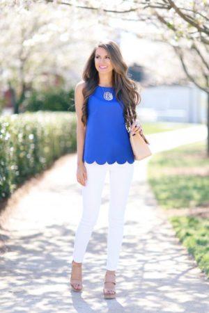 Для этого сочетайте контрастные цвета в одежде, например, так, как показано ниже - синий с белым