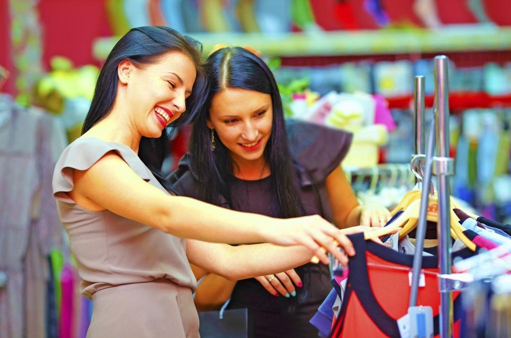 При выборе платья необходимо взять с собой хорошее настроение!