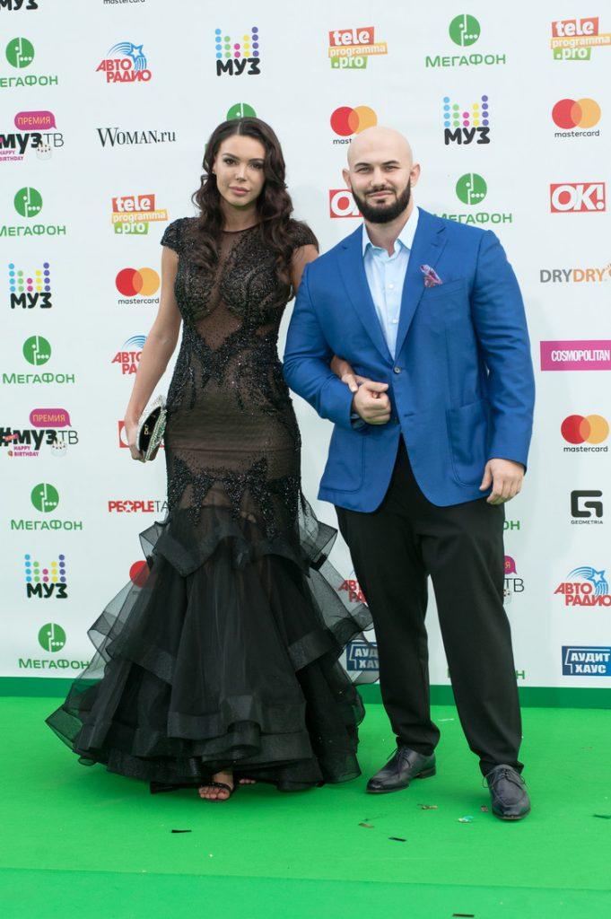 Джиган с супругойОксаной Самойловойна премии МузТВ-2017
