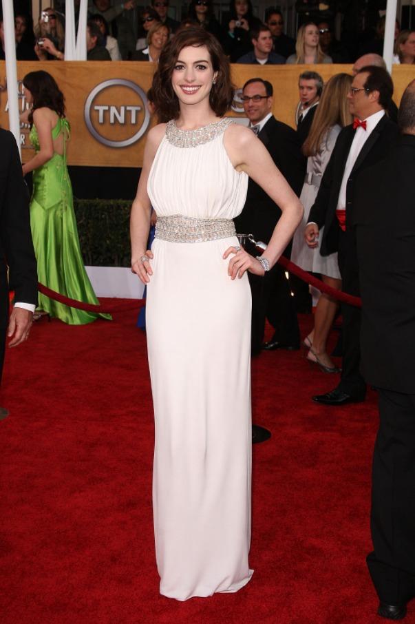 Энн Хэтэуэй и ее белоснежное платье выполненное в греческом стиле