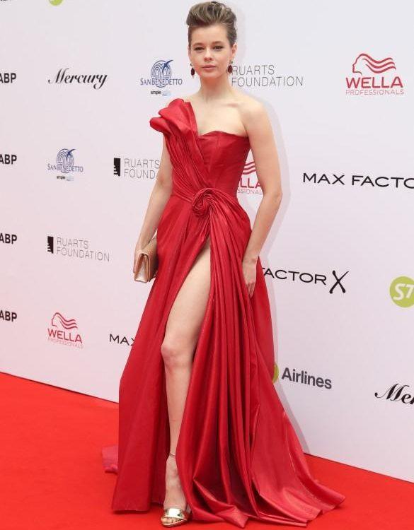 Екатерина Шпица в платье без нижнего белья (фото)