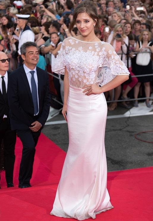 Длинное белое платье с кружевным лифом Арзамасовой