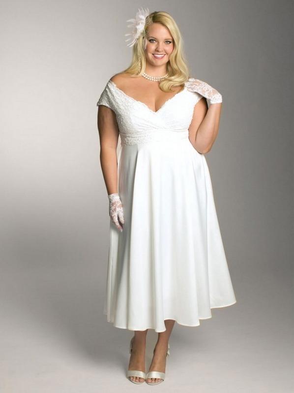 Если плечи у платья открыты, не рекомендуется надевать длинные печатки