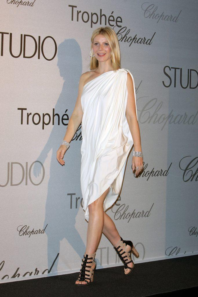 Гвинет Пэлтроу — ничего лишнего, выглядит просто потрясающе в этом белом платье