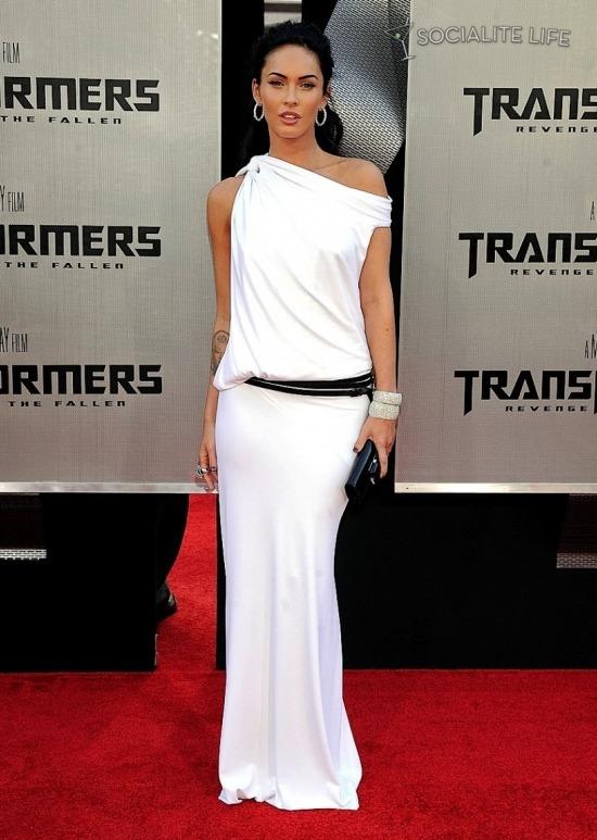 Меган Фокс, которая выглядит как богиня в своем белом платье