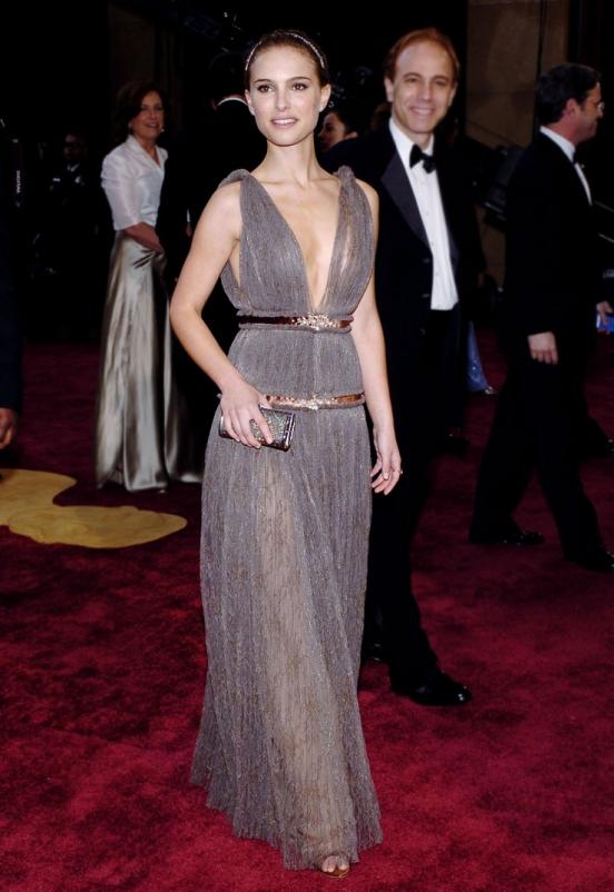 Натали Портман также, несомненно, является любительницей греческого стиля