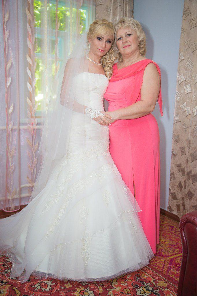 Трикотажное платье для мамы невесты