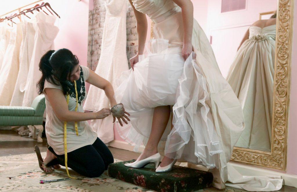 Консультанты в свадебном салоне
