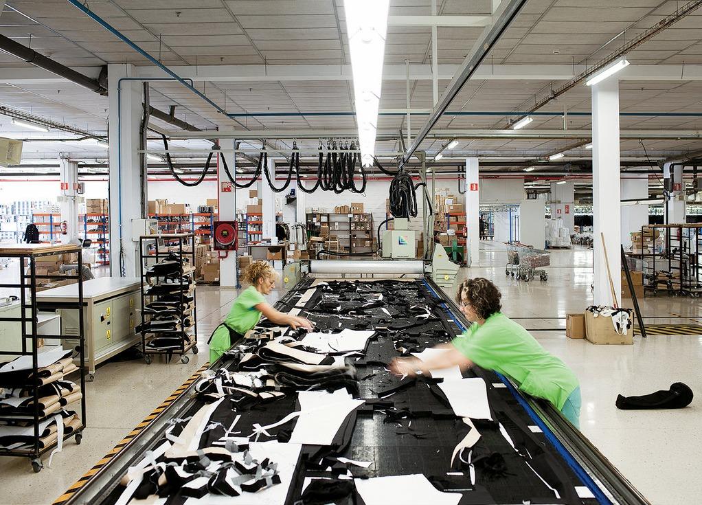 Zara контролирует каждый элемент процесса производства своей одежды